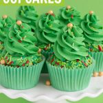 christmas tree cupcakes tutorial with swirl frosting and christmas sprinkles