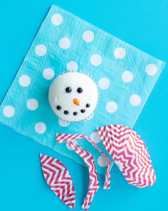 preparing chevron red scarf for final snowman cupcakes tutorial steps