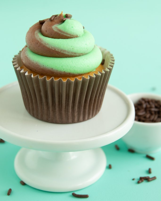 chocolate mint frosting on vanilla cupcakes with chocolate jimmies