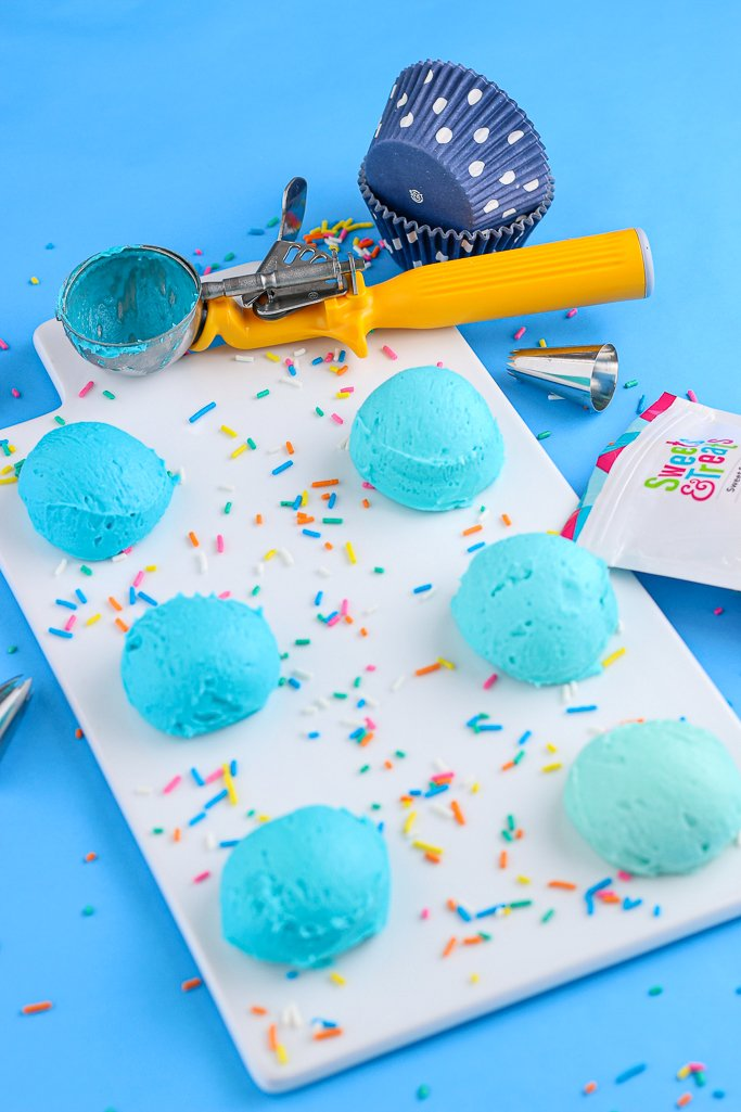 A top down view of the scoops of ombre frosting, ready to be used to decorate any baked goods.