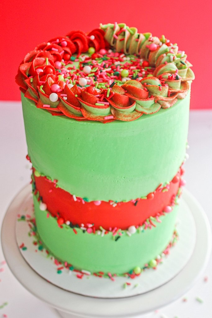 finished sprinkle fault line cake with christmas colors and christmas sprinkles