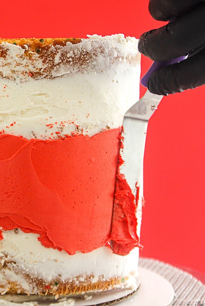 spreading cake frosting in center of cake for exposed icing