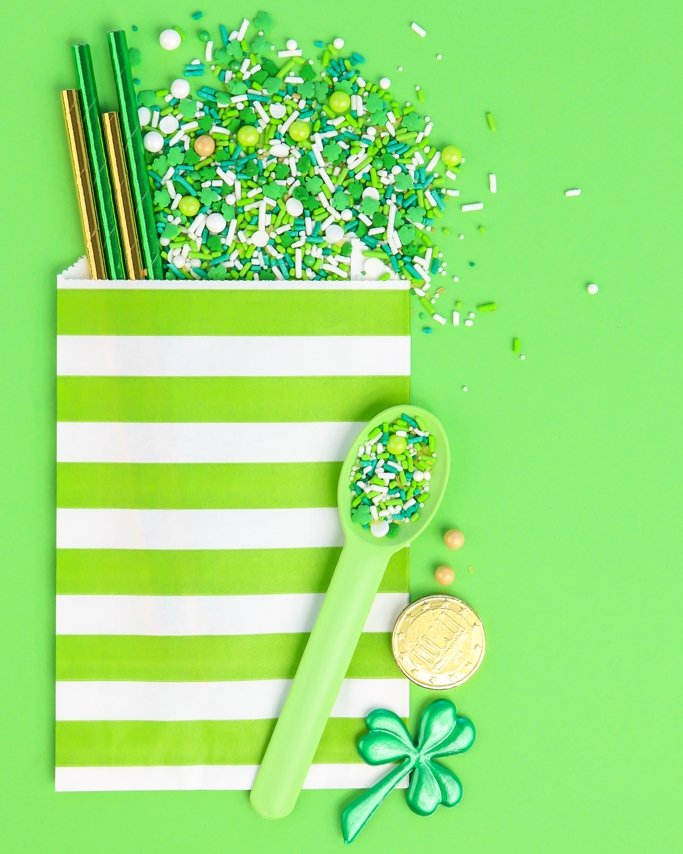 Paper favor back packed sprinkles and foil paper straws